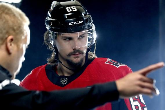 Le capitaine des Sénateurs, Erik Karlsson, reviendra au jeu cet automne. (PATRICK WOODBURY, Le Droit)