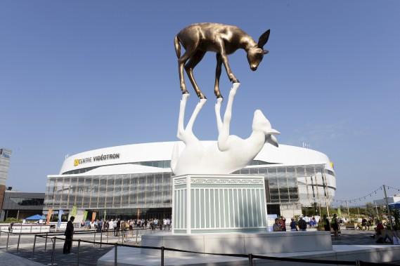 L'inauguration en grandes pompes de la place Jean-Béliveau et de son oeuvre monumentale<em>La Rencontre</em>s'est déroulée samedi matin. (Le Soleil, Jean-Marie Villeneuve)