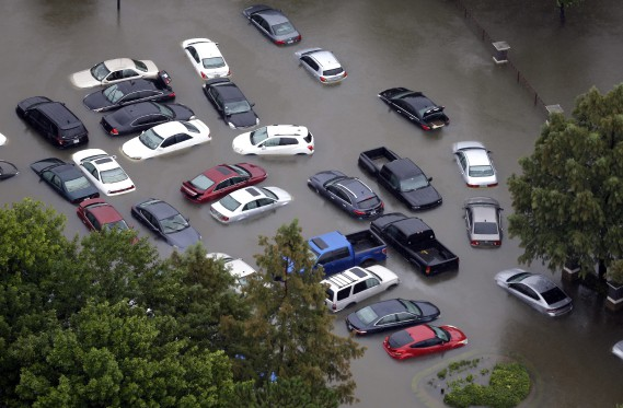 Des quartiers entiers ont été submergés à Houston. (AP)