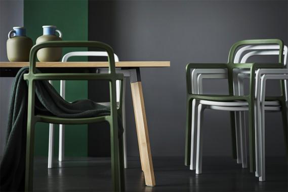 Une table de design scandinave pour six personnes à 249$ est un argument de vente de taille. Par l'entremise de HAY, IKEA propose un meuble «signature» au prix compressé. (Photo fournie par IKEA)