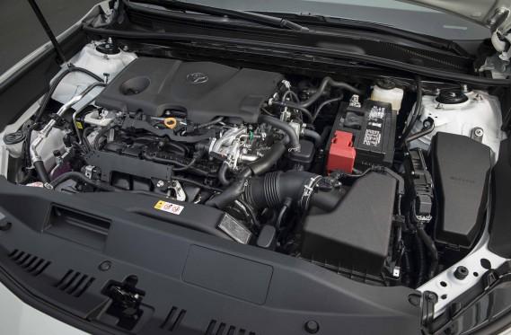 La plupart des gens préfèreront le 4-cylindres (que nous n'avons pas encore essayé), mais voici ce qu'on peut dire du V6 :<strong></strong>ce moteur est une soie. Silencieux, volontaire et étonnamment économique, il permet à la Camry de signer des temps d'accélération et de reprises assez surprenants. ()
