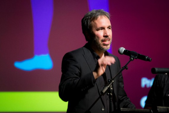 Le cinéaste a toutefois voulu couper court aux applaudissements en précisant que son film, présenté en ouverture du Festival du nouveau cinéma (FNC),était «très long».«Vous êtes les premiers à voir<em>Blade Runner2049.</em>Merci de ne pas dévoiler de punchs sur les réseaux sociaux, a-t-il déclaré. Je me suis engagé auprès des studios en votre nom!» (PHOTO OLIVIER PONTBRIAND, LA PRESSE)