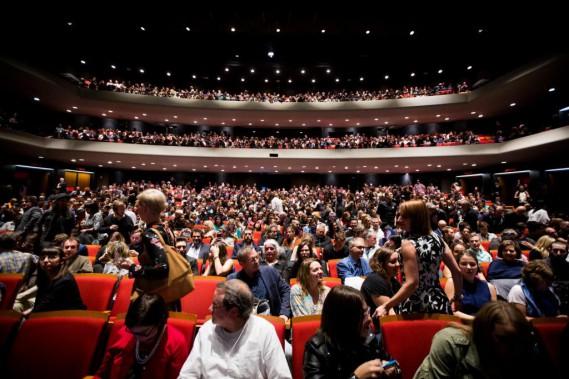 La soirée d'ouverture du FNC fut très courue. Le Théâtre Maisonneuve a affiché complet pour cette projection exceptionnelle de<em>Blade Runner2049</em>.Allié d'un festival qui a beaucoup contribué à sa culture cinématographique, Denis Villeneuve avait insisté auprès des grands studios pour que son nouveau film y soit soit présenté. (PHOTO OLIVIER PONTBRIAND, LA PRESSE)