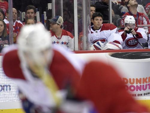 Carey Price a dû se résoudre à regarder la rencontre du banc du Canadien après la première période. (PHOTO Nick Wass, AP)