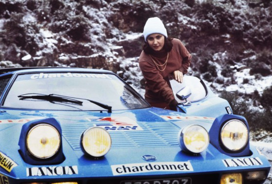 Seulement deux femmes ont pris le départ de courses durant les 68 éditions du Championnat de Formule 1. Pourquoi ? L'ex-pilote de rallye française Michèle Mouton, qui a remporté quatre rallyes au niveau mondial et quatre autres de niveau européen, donne son opinion. On la voit ci-haut à côté de sa Lancia Stratos durant le rallye de Monte-Carlo 1978. (photo : AFP)