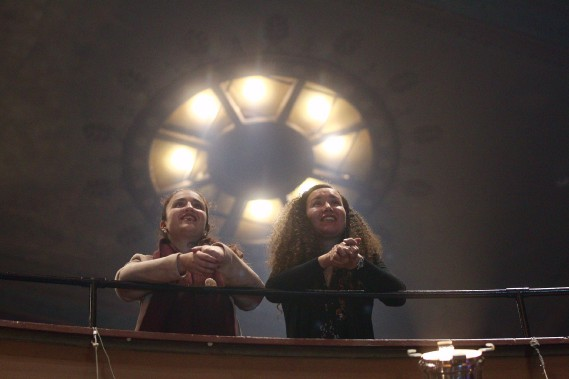 Les visages sont heureux au théâtre Corona, la soirée se déroule très bien pour les candidats de Projets Montréal. Tous les espoirs sont alors permis. (Photo  Sarah Mongeau-Birkett, La Presse)