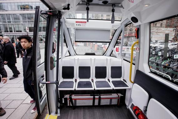 La navette autonome Navya a été mise à l'essai à Montréal dans le cadre du Sommet de l'Union internationale des transports publics en mai dernier. (Alain Roberge, La Presse)
