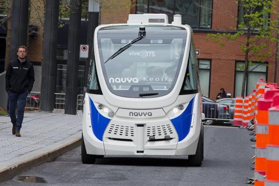 Essai de la navette autonome Navya dans le cadre du Sommet de l'Union internationale des transports publics en mai 2017. (Alain Roberge, La Presse)