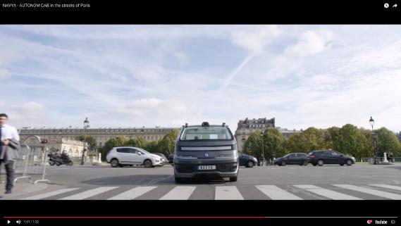 Le taxi autonome de Navya dans les rues de Paris. (Saisie d'écran d'une vidéo YouTube de Navya)