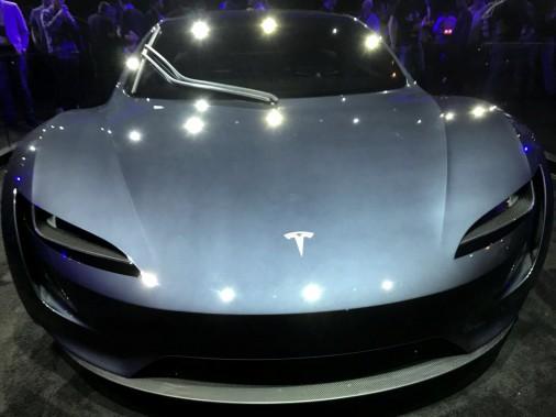 tesla roadster 2 0 100 km h en 2 sec 1000 km d 39 autonomie et une bonne claque aux autos. Black Bedroom Furniture Sets. Home Design Ideas