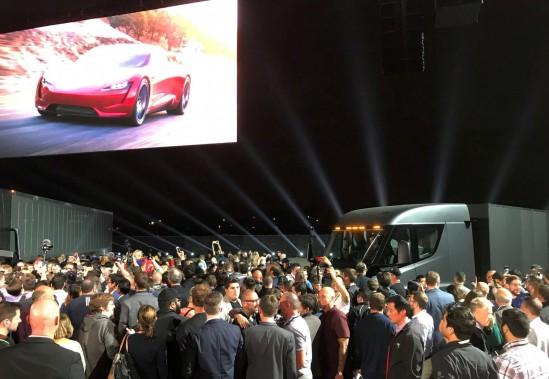 L'apparition du Roadster 2 a suscité des réactions différentes chez l'auditoire que la présentation du camion. (REUTERS)
