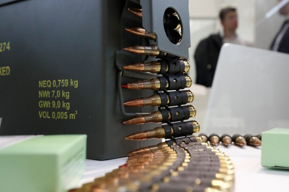 Balles traçantes de 7.62mm fabriquées par Sellier & Bellot. Ce calibre de munitions jadis réservé à l'armée fait désormais partie de l'arsenal policiers. (REUTERS)