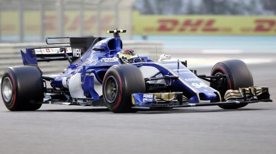 Personne ne t'aime quand tu es dernier; ni avant-dernier.Les deux voitures Sauber ont passé toute la saison 2017 les flancs peints en blanc : l'écurie suisse roulait sans commanditaire principal. Elle a terminé la saison 2016 à l'avant-dernier rang et la saison 2017, au dernier. Ci-haut, l'Allemand Pascal Wehrlein durant le GP d'Abou Dhabi dimanche dernier. (AP)