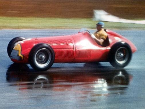 La même voiture, mais sur une photo couleur. (Pinterest)