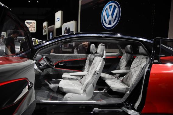 Pas de coup de coeur pour notre envoyé spécial Éric Lefrançois au Salon de Los Angeles. La Volkswagen I.D. Crozz (ci-haut) mérite une mention honorable, mais sans plus. Alain McKenna en a trouvé, mais il a dû porter son regard plus loin que les véhicules sur le plancher et destinés aux consommateurs ordinaires d'aujourd'hui. (PHOTO : AP)
