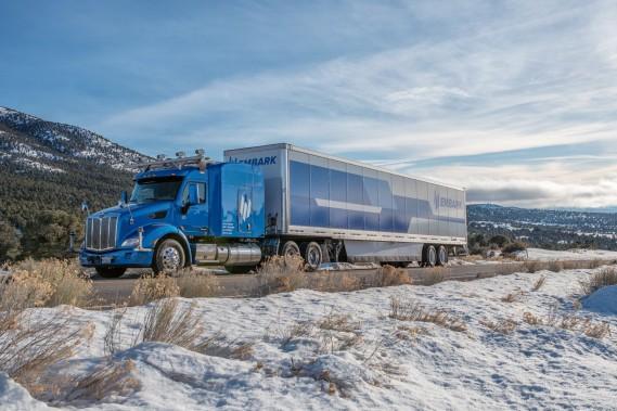 En partenariat avec Ryder, la société Embark livrera les frigos connectés de la marque Frigidaire à des clients de la côte ouest américaine de façon semi-autonome, sur l'autoroute séparant El Paso, au Texas, de Palm Springs, en Californie. Crédit: Embark ()