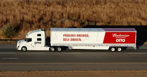 L'automne dernier, Otto, un spécialiste de conduite autonome racheté par Uber, et Budweiser ont effectué la première livraison par camion sans intervention du conducteur, sur une distance de près de 200 kilomètres. Crédit: Otto ()