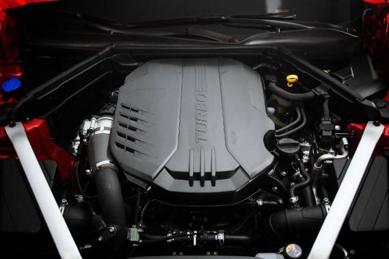 Le V6 turbocompressé (365 ch) et rouage intégral. Une version animée d'un quatre-cylindres suralimenté (255 ch), plus accessible financièrement, se greffera au catalogue canadien le printemps prochain. (KIA)
