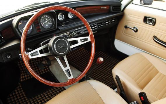 <strong>SA PIRE VOITURE -</strong>La même Honda Civic jaune 1976 qui a rapidement été surnommée Gaston Lagaffe. ()