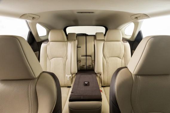 Premier coup d'oeil au Lexus RX L 2018 : plus d'espace pour la petite famille