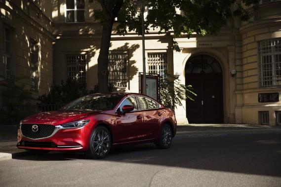La Mazda6 mise à jour est dotée de nouveaux sièges plus confortables et de technologies plus avancées, notamment une caméra à 360 degrés, un régulateur de vitesse adaptatif et un écran plus grand pour le système d'infodivertissement. (Photo : Mazda)