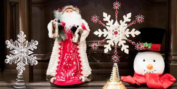 Le choix de décorations pouvant orner la cime des sapins s'élargit, peut-on constater dans des boutiques spécialisées comme NoëlÉternel, dansleVieux-Montréal. (PHOTO MARCO CAMPANOZZI, LA PRESSE)