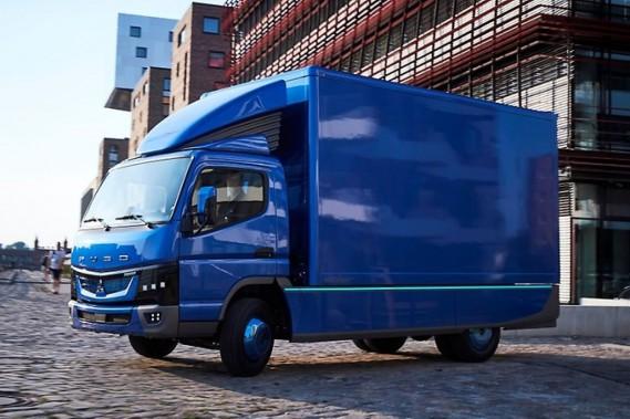 Daimler a commencé à livrer des camions de livraison urbaine Fuso eCanter à divers clients commerciaux. Un camion poids-lourd est attendu bientôt. ()