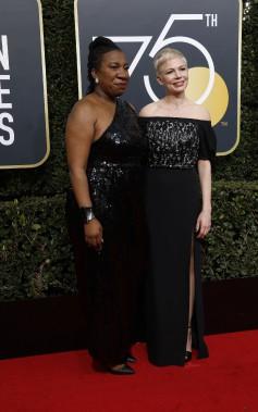 Michelle Williams a choisi de partager sa soirée avec la fondatrice du mouvement #metoo, Tarana Burke. (REUTERS)