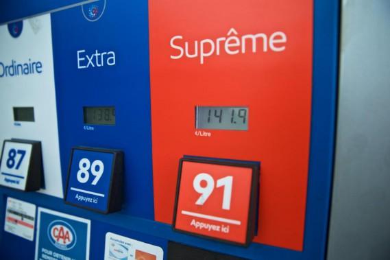 «Les améliorations notées durant nos essais ne suffisent pas pour compenser le coût additionnel de l'essence super», indique l'AAA. Voilà un verdict à garder en tête quand on sait qu'au total, on compte un peu plus d'une cinquantaine de modèles en tous genres vendus chez nous pour lesquels l'essence super est «recommandée», mais non requise. (Photo André Pichette, archives La Presse)