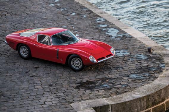 «Queuh jeuh t'aimeuh ! Queuh jeuh t'aimeuh queuh jeuh t'aimeuh !», a sûrement chanté Johnny Hallyday au sujet de sa première voiture, une Iso Grifo A3-C mûe par un moteur de Corvette. (Toutes les photos : Sotheby's)