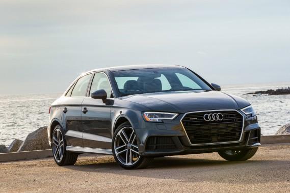 <strong>L'effert d'un plein de super sur une Audi A3 :</strong>En plus du prix plus élevé du carburant, les propriétaires d'une Audi A3 risquent de subir l'impact négatif de l'essence super sur la consommation moyenne de leur véhicule. Selon l'AAA, la puissance du moteur est rehaussée de 2,1 %, tout comme sa consommation, qui monte de 1 % en moyenne. (Photo : Audi)