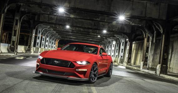 <strong>L'effet d'un plein de super sur uneFord Mustang :</strong>On imagine que les voitures sportives sont celles qui bénéficieraient le plus d'une essence à indice d'octane plus élevé. Dans le cas de la Mustang de Ford, un plein de super améliore la consommation de 2,3%, ainsi que la puissance du moteur de 3,2%, le plus grand écart positif observé par l'AAA.<strong></strong> ()