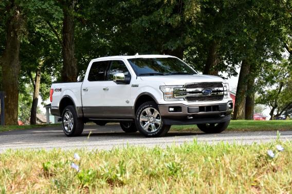 <strong>L'effet d'un plein de super sur un</strong><strong>Ford F-150 :</strong>Les camionnettes semblent tirer un certain avantage de l'essence super. C'est le cas du F-150 de Ford, qui améliore sa consommation moyenne de 5% et sa puissance de 2,1 %. Avec un prix à la pompe de 20 à 25 % plus élevé pour du super, ça n'en fait pas une aubaine pour autant. ()