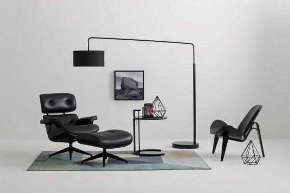Noir:Mobilia vient de lancer la collection monochrome Édition en noir, qui apporte une touche actuelle à des chefs-d'oeuvre du design contemporain, conçus au départ par des créateurs de renom comme Le Corbusier, Ludwig Mies van der Rohe et Arne Jacobsen. Ton sur ton, le noir traverse les époques. (PHOTO FOURNIE PAR MOBILIA)
