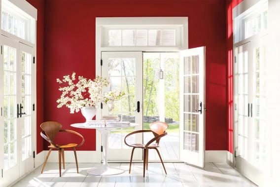 Rouge «caliente»: Au terme d'une année de recherche, les sept spécialistes de la couleur et du design chez Benjamin Moore ont constaté un retour en force des teintes de rouge dans différents secteurs, incarnant l'audace, la force et la confiance. Ils ont donc choisi le rouge Caliente AF-290, à la forte personnalité, comme couleur de l'année 2018. (PHOTO FOURNIE PAR BENJAMIN MOORE)