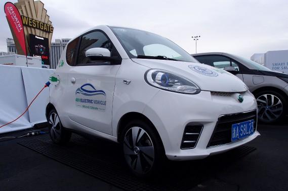 L'équipentier français Valéo a montré au Consumer Electronics Show de Las Vegas un prototype de petite voiture électrique «ultra-low-cost». Valéo pense qu'elle pourrait être vendue à profit à un prix équivalent à 10 400 dollars canadiens. (AFP)