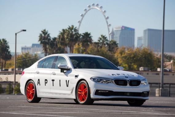 <strong>Aptiv -</strong>Aptiv a développé un système de conduite autonome Delphi qu'elle a installé sur des BMW qui font office de navettes au CES. Les passagers pouvaient en héler un avec l'application Lyft, une rivale d'Uber qui sera au Canada cette année. Combinant radars et lidars, le système d'Aptiv reconnaît et évite à peu près tous les obstacles seul, mais nécessite tout de même l'intervention d'un conducteur pour certains imprévus, comme... (photo Aptiv)