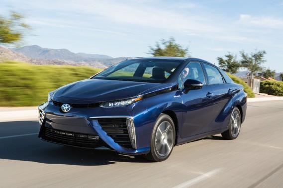 <strong>Toyota Mirai -</strong> Essence, diesel, hybride, hybride rechargeable, électrique et maintenant hydrogène. Toyota tire le premier avec la Mirai, premier véhicule de série équipé d'une pile à combustible. Une technologie à découvrir. (PHOTO FOURNIE PAR LE CONSTRUCTEUR)