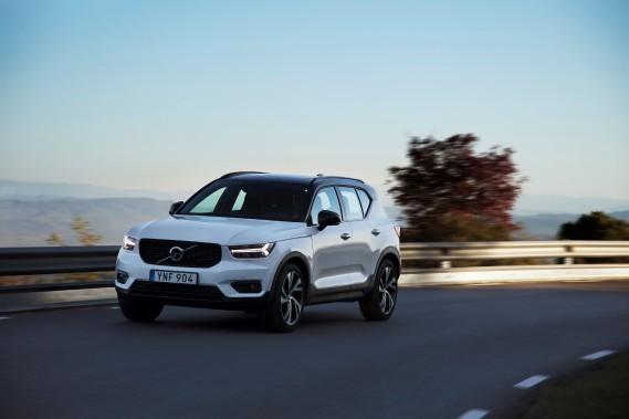 <strong>Volvo XC40 -</strong> Sans surprise, Volvo s'invite à la fête des utilitaires compacts de luxe en proposant une approche rafraîchissante et scandinave à l'offre actuelle en plus de promettre un avenir électrifié. (PHOTO FOURNIE PAR LE CONSTRUCTEUR)