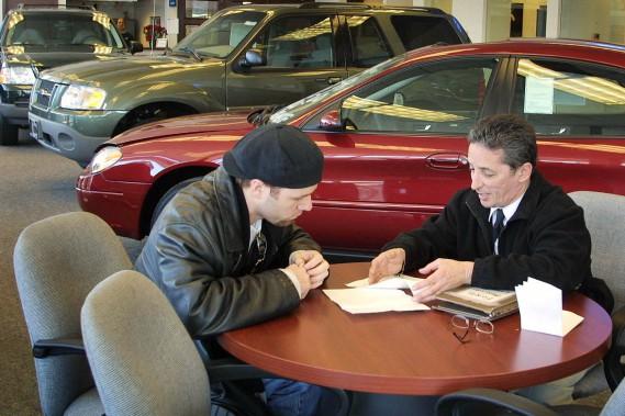 Les emplois des concessionnaires automobiles intéressent peu les jeunes