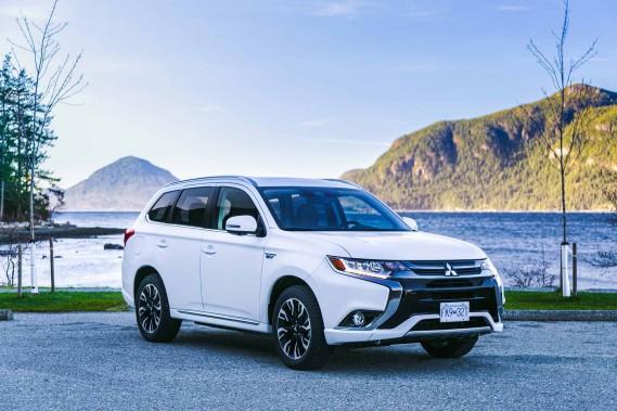 Depuis quand Mitsubishi ne nous avait-elle pas donné à voir un modèle un tant soit peu excitant ? Depuis longtemps... Avec l'Outlander PHEV, la plus excentrique des marques japonaises serait-elle sur le point d'effectuer son retour en grâce ? ()