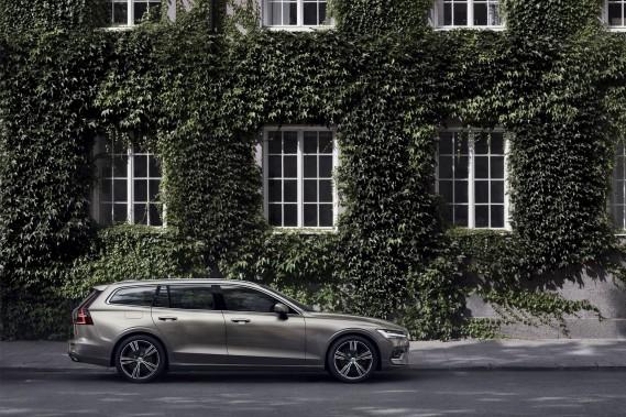 La compacte V60 arbore le nouveau langage stylistique de Volvo. (Toutes les photos : Volvo)