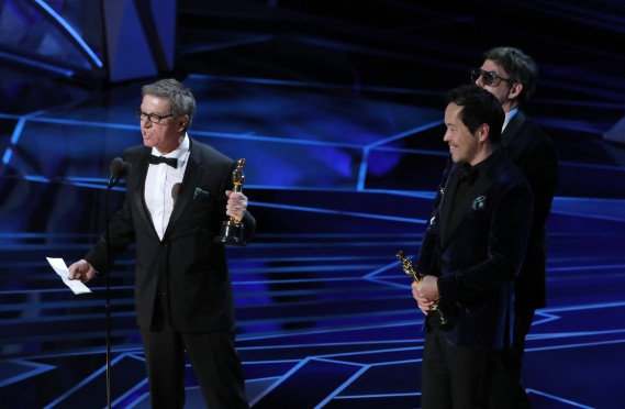 Paul D. Austerberry, Jeffrey A. Melvin et Shane Vieau ont remporté l'Oscar de la meilleure direction artistique, pour <em>The Shape of Water</em>. (REUTERS)