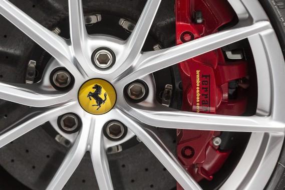 Une roue de la Ferrari 488 Pista. (AP)
