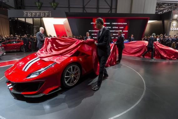 La Ferrari 488 Pista est dévoilée lors de l'avant-première médias du Salon de l'auto de Genève. (AP)