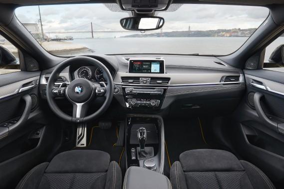L'intérieur est original et, comme toujours, tiré à quatre épingles malgré quelques matériaux de qualité quelconque pour un véhicule de ce prix. (La Presse)