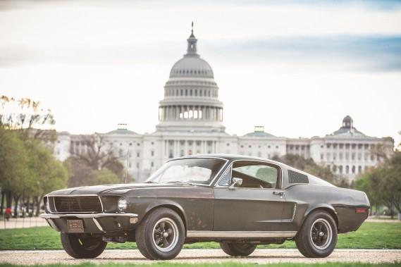 Longtemps considérée comme perdue à jamais, la Mustang GT 350 originale du film<em>Bullitt</em>est exposée à Washington jusqu'à lundi. En arrière-plan, le Capitole. ()