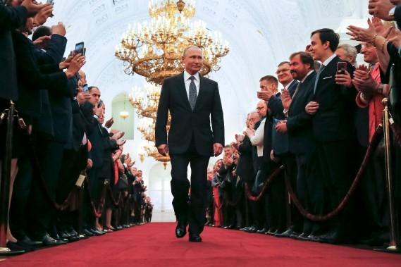 Le président Vladimir Poutine en marche vers son investiture au Kremlin pour un quatrième mandat. (AFP)