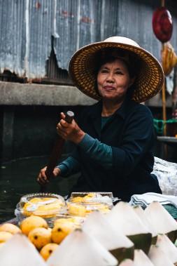 Les mangues et noix de coco entrent dans la confection d'un dessert délicieux et typiquement thaïlandais: le khao neeo mamuang; ou mangue et riz collant sucré au lait de coco. (Photo Christelle Tanielian, collaboration spéciale)