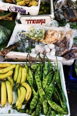 Ce long haricot plat et amer (sato, en thaï) renferme des fèves vertes en forme d'amandes. Malgré son surnom de «stinky bean» (haricot puant), il est très populaire dans la cuisine du Sud-est asiatique. (Photo Christelle Tanielian, collaboration spéciale)